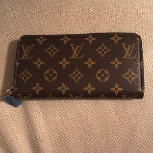 L-V wallet